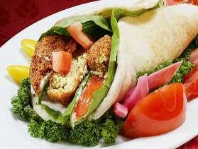 Συνταγή: Φαλαφέλ σε πίτα με σάλτσα ταχίνι